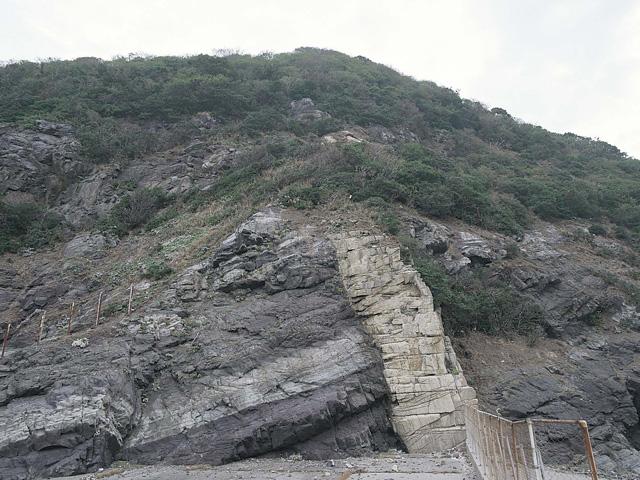 ひん岩岩脈